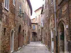 Una strada nel centro storico