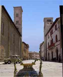 http://www.settemuse.it/viaggi_italia_umbria/foto_perugia/foto_deruta/deruta_centro_storico.jpg