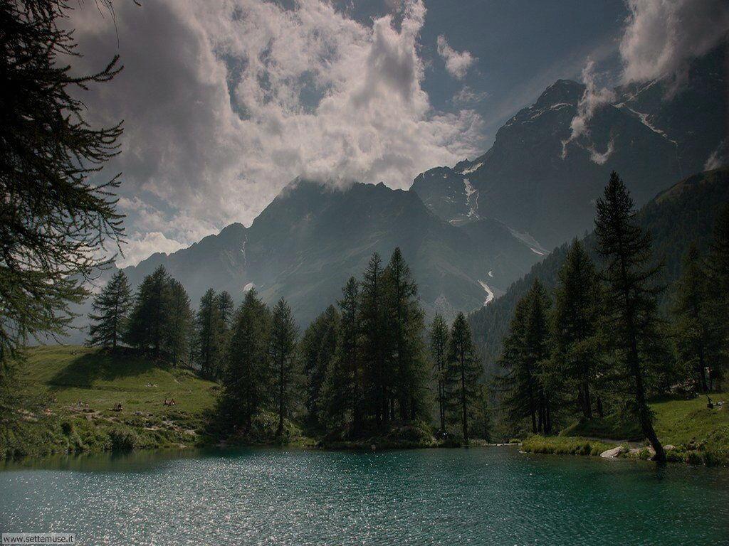 Lago blu vicino a Ayasx