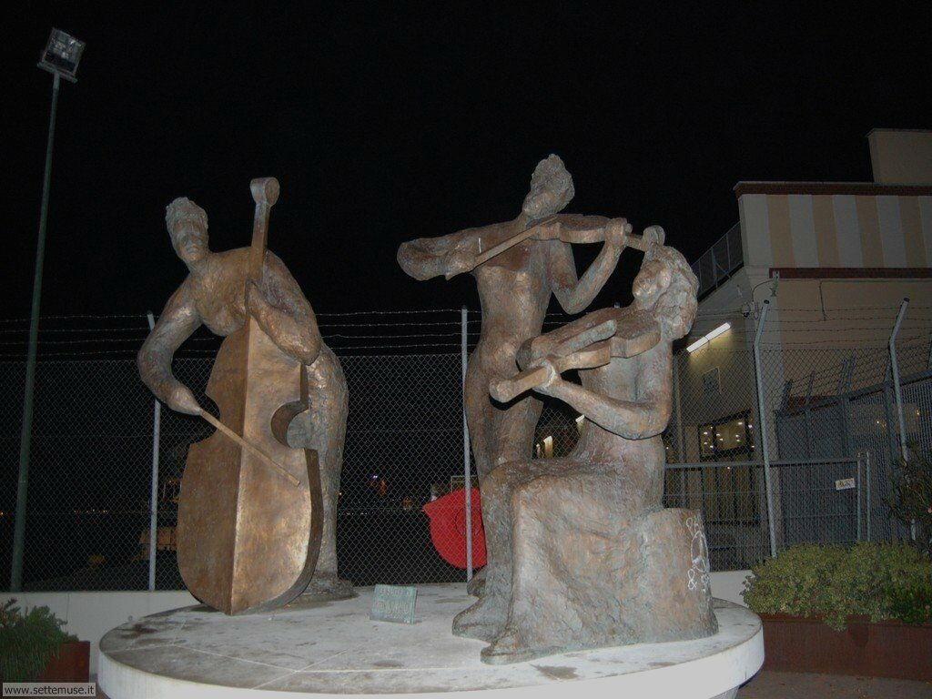 dorsoduro 028 scultura al porto