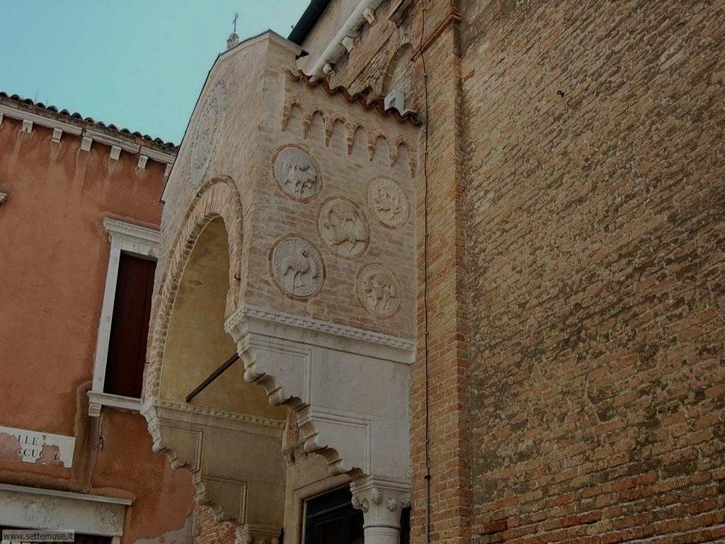 Chiesa e scuola Carmini 095
