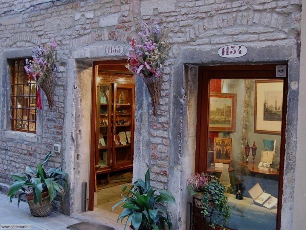 Venezia vetrine negozi artigianato for Negozi arredamento venezia