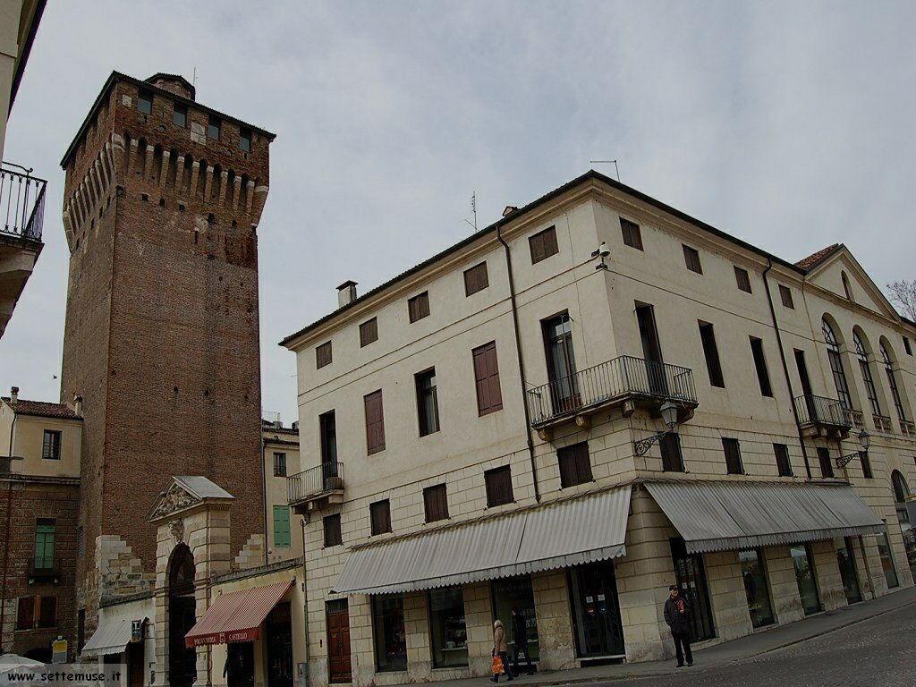 Vicenza torrione porta castello