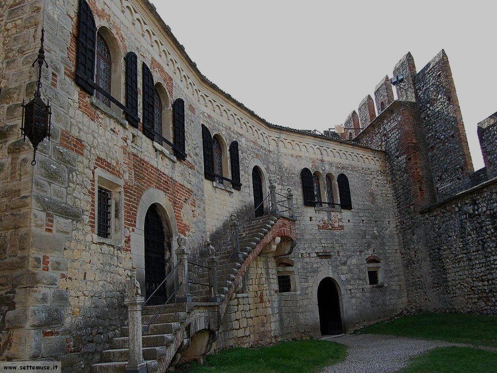 Ingresso sale interne castello