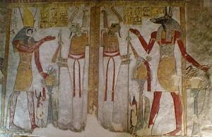Horus sulla sinistra e Anubi, il dio dei cimiteri e dell'imbalsamazione