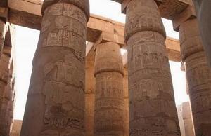 Colonne della Sala ipostila nel Tempio di Karnak a Luxor, Egitto