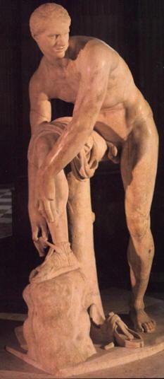 Lisippo: Ermes mentre slaccia un sandalo